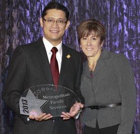 Photo of Ricardo Estrada accepting award